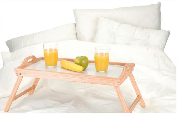 praktisches-bett-tablett-aus-holz-Frühstücken-im-Bett