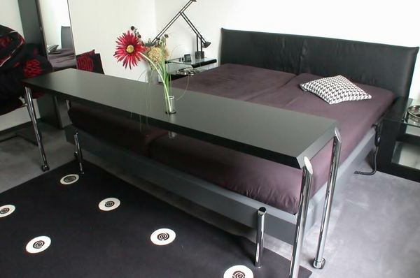 bett tisch modelle 41 super coole bilder. Black Bedroom Furniture Sets. Home Design Ideas