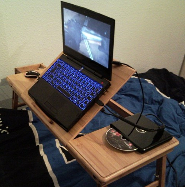 Laptop Im Bett Tisch Mobel Inspiration Und Innenraum Ideen