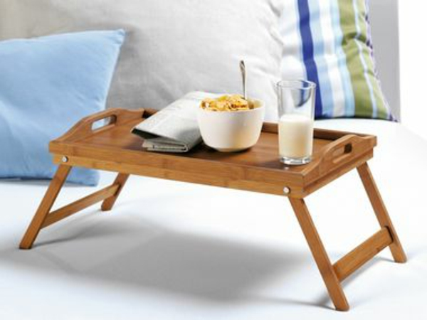 betttablett-aus-Holz-zum-Frühstücken-praktische-Idee