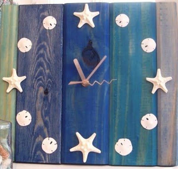 blaue-hölzerne-Wanduhr-Design-Idee-Muscheln