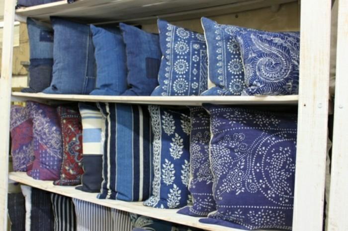 blaue kissen sind exzentrisch haben sie geh rt. Black Bedroom Furniture Sets. Home Design Ideas