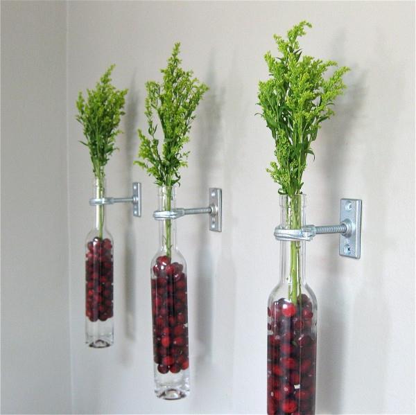 blumen-deko-ideen-wand-glas-flaschen-gräser-idee