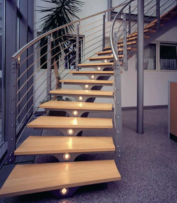 beeindruckede-schwebende-treppen-mit-metalgeländer