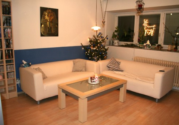 helle-farbe-cremeapricot-wohzimmer-wandgestaltung