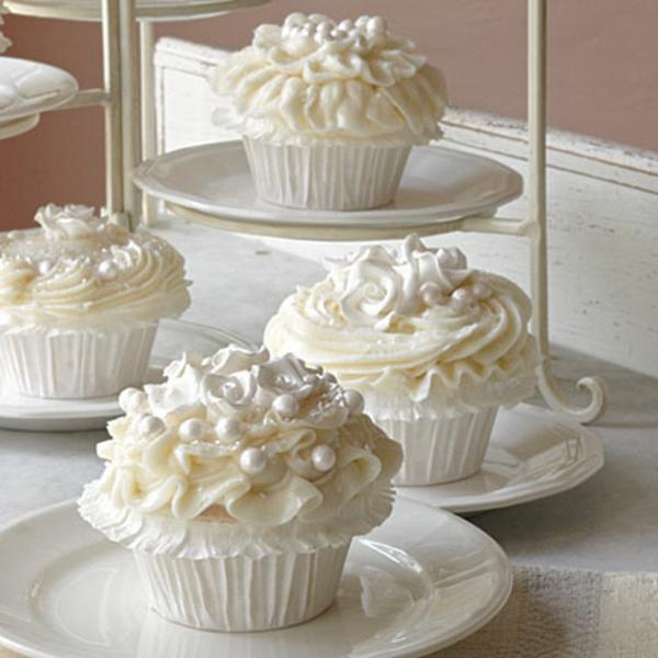 leckere-cupcake-torte-für-hochzeit-vanila-creme