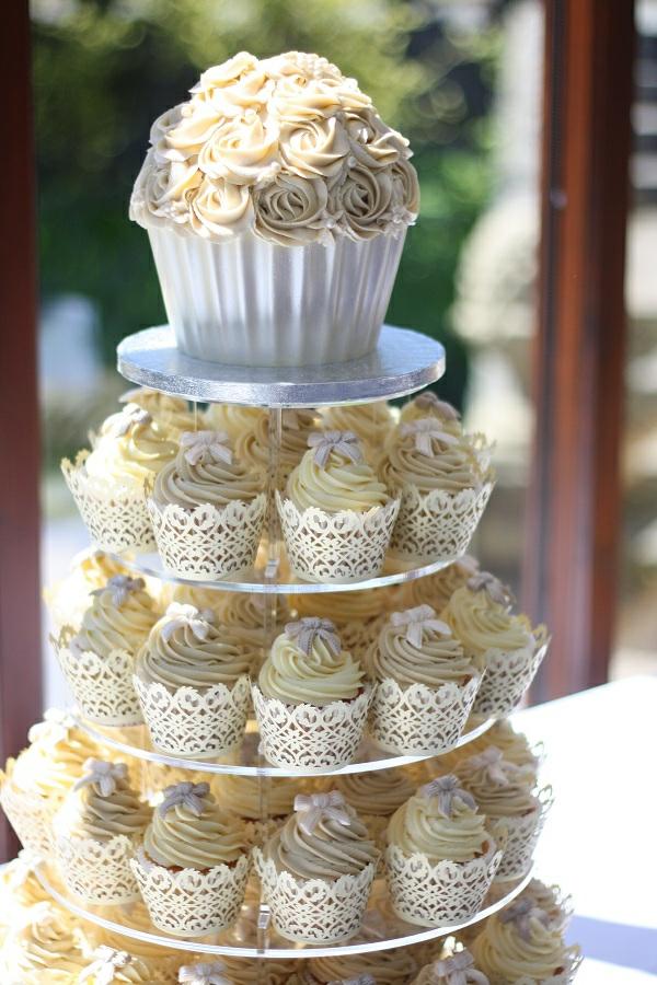 cupcake-torte-hochzeit-machen-cupcake-deko-idee-für-hochzeit