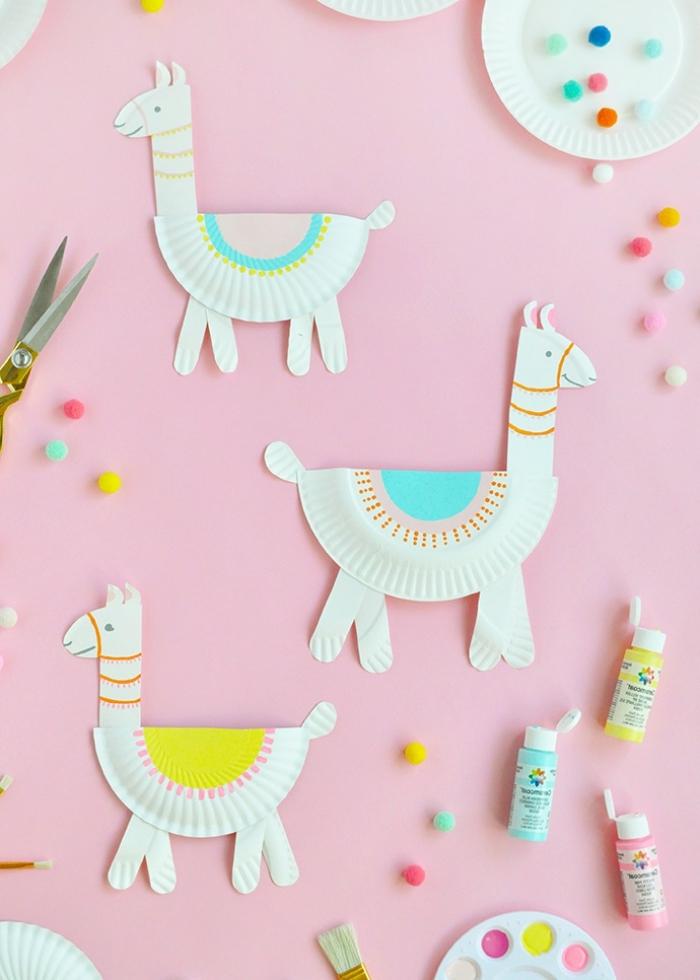 deko 1 geburtstag mädchen, upcycling ideen, lamas aus weißen papiertellern