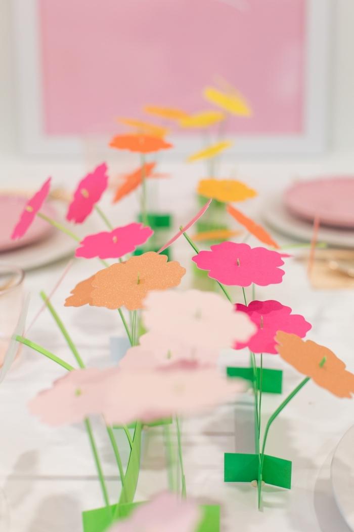 deko 1 geburtstag mädchen, farbenfrohe tischdekoration, kleine blumen aus papier