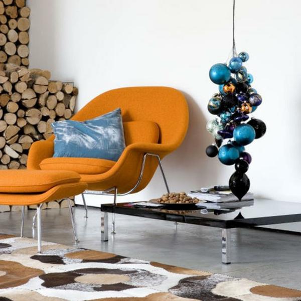 deko-bastelideen-nebne-einem-orangen-sessel - und hängende elemente