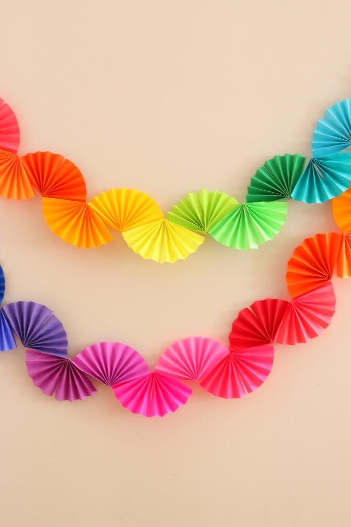 girlande in den farben des regenbogens, deko erster geburtstag, kinderparty ideen, wand dekroieren