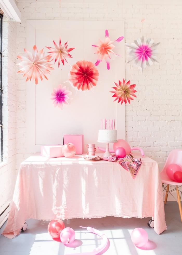 mädchenparty dekoration, deko für kindergeburtstag in rosa, hängende papierdekos