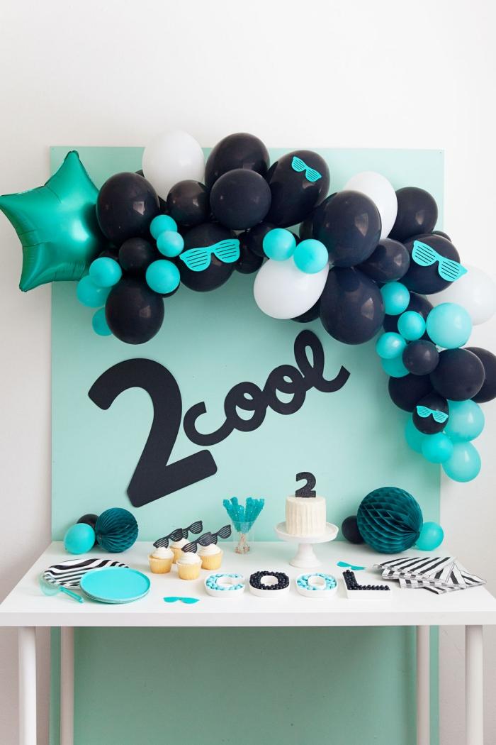kinderparty deko in blau und schwarz, deko für kindergeburtstag selber machen