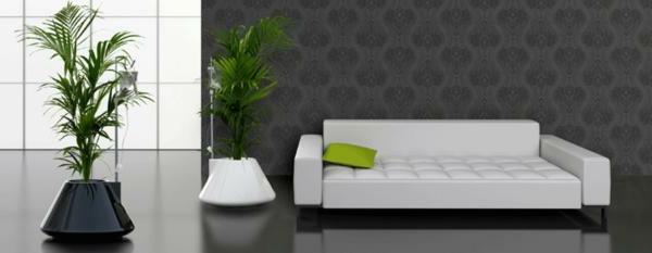 deko-palme-neben-einem-modernen-weißen-sofa