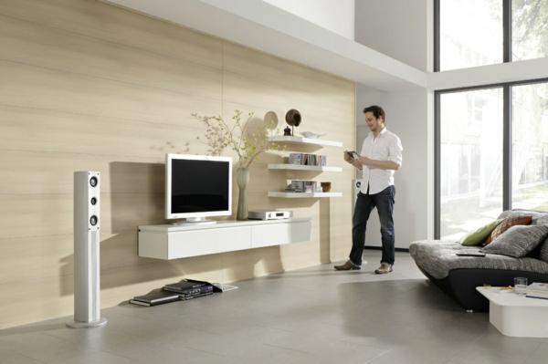 dekopaneele-im-hellen-wohnzimmer - weiße möbelstücke