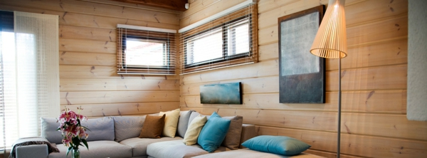 deko   paneele-kreativ-aussehen - sofa mit vielen dekokissen