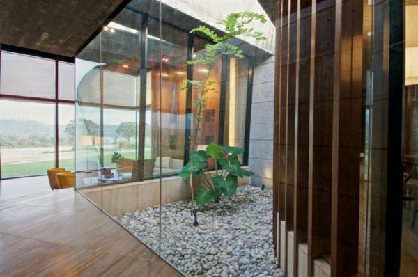 dekosteine-für-garten-und-für-innen - gläserne wände
