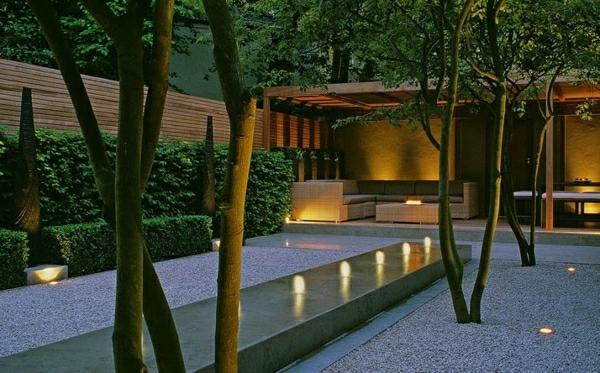 dekosteine-für-garten - umgebung von bäumen