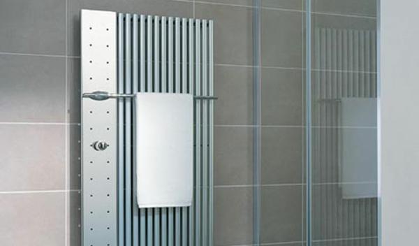 design-vom- badheizkörper-graue-ausstattung - weißes tuch