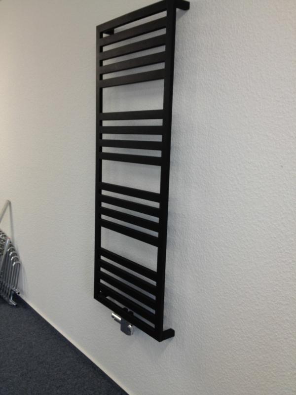 design-vom- badheizkörper-schwarze-farbe