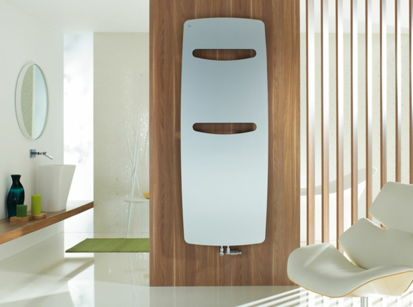 design-vom- badheizkörper-weiße-farbe - runder spiegel dahinter