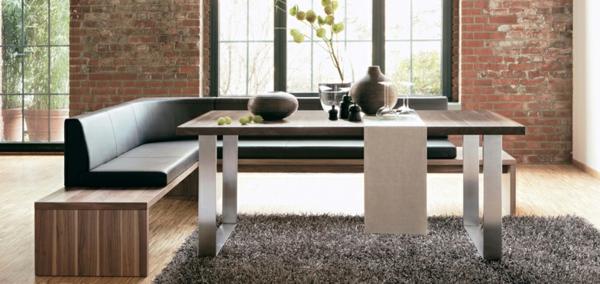 eckbänke-modern-gestaltet- im schönen esszimmer mit einer ziegelwand