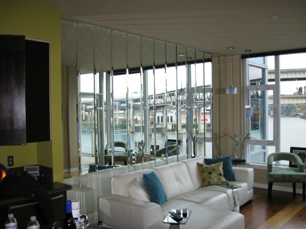 Spiegelwand in der wohnung 42 coole ideen for Viele fliegen in der wohnung