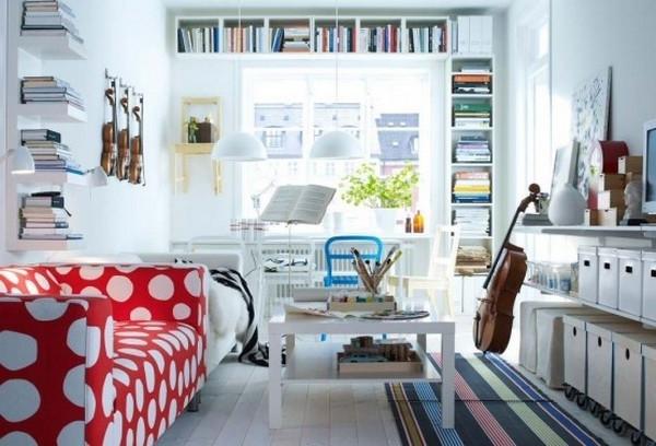 einrichtungstipps-fürs- wohnzimmer-ikea- sofa auf weiße punkte