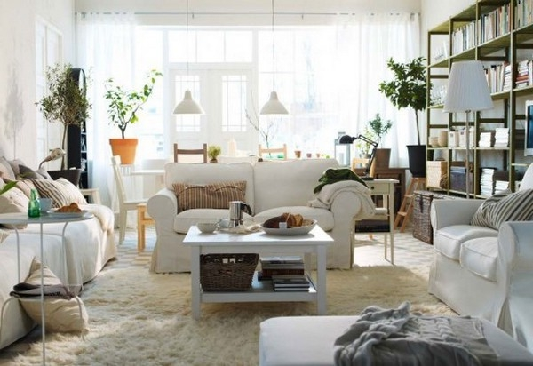 einrichtungstipps-fürs- wohnzimmer-weiße-gestaltung-von-ikea - weißes sofa