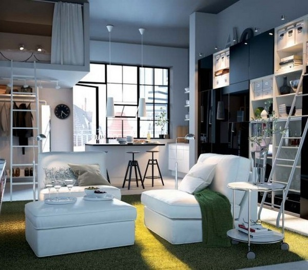 einrichtungstipps-fürs- wohnzimmer- weiße sessel