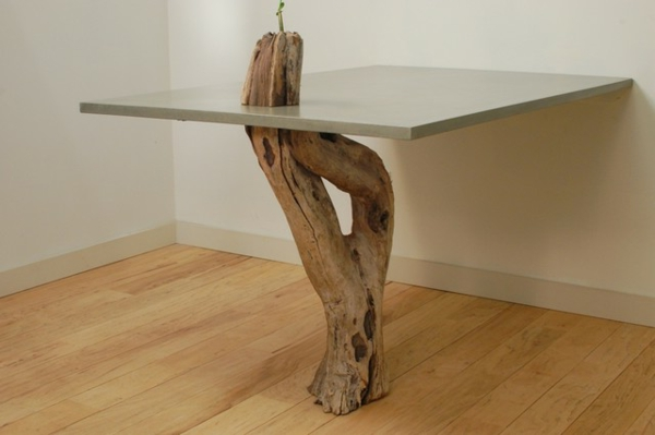schöner-eizigartiger-Tisch-aus-Treibholz