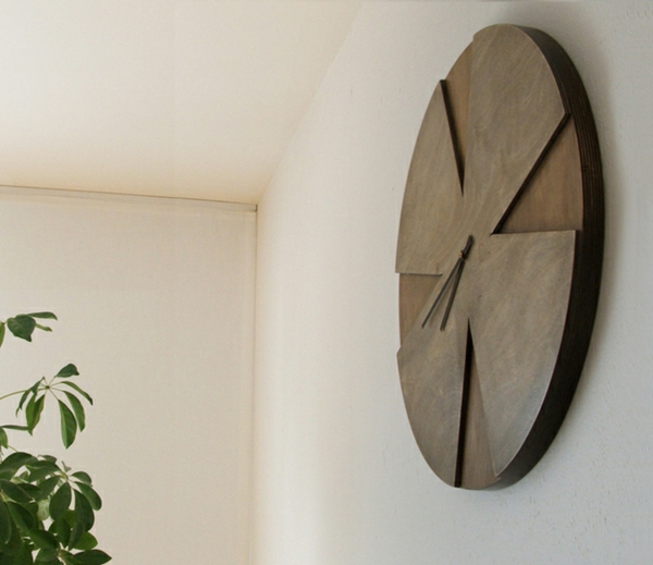 elegante-Wanduhr-aus-Holz-Idee