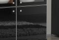 Eine Glasvitrine in schwarz würde sehr schön in Ihrer Wohnung wirken!