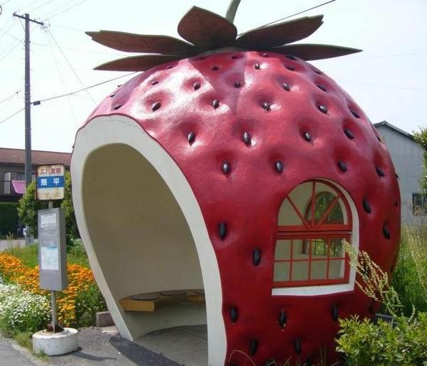 erdbeere-design-für-Bushaltestelle-Japan