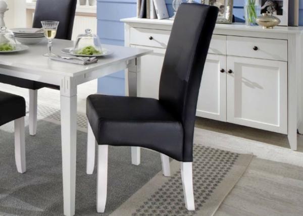 esszimmerstühle-in-schwarz-mit-weißen-beinen