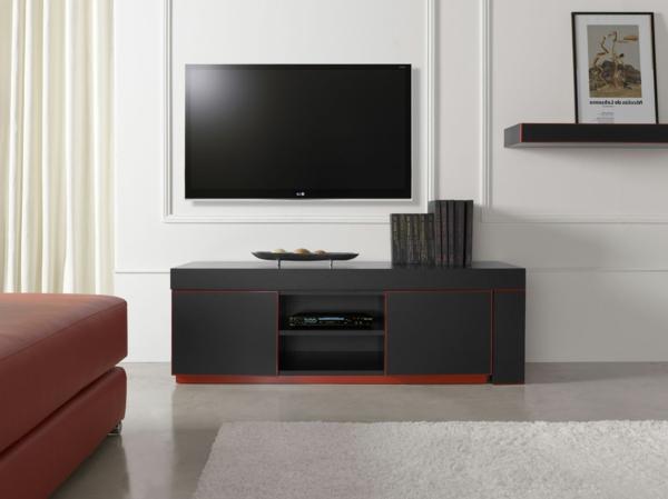 exklusive-tv-möbel-weiße-wand-dahinter-sehr-schön-aussehen- weißer teppich