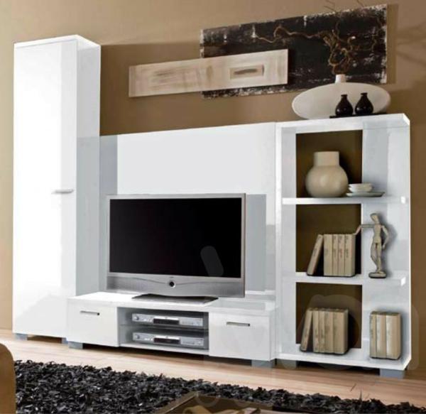 exklusive-tv-möbel-weiße-wand-dahinter - und weicher teppich