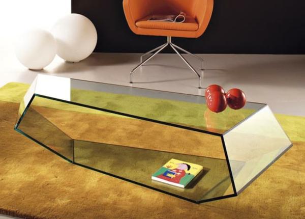 sehr extravagantes design vom nesttisch aus glas - super kreative form