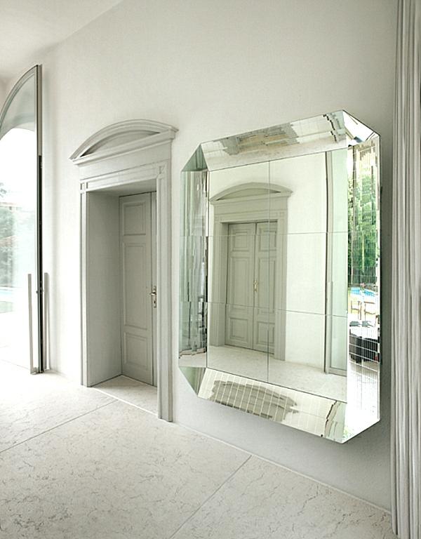 extravaganter-spiegel-an-der-wand