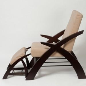Holzstuhl mit Ablehne? Praktisch und schön!