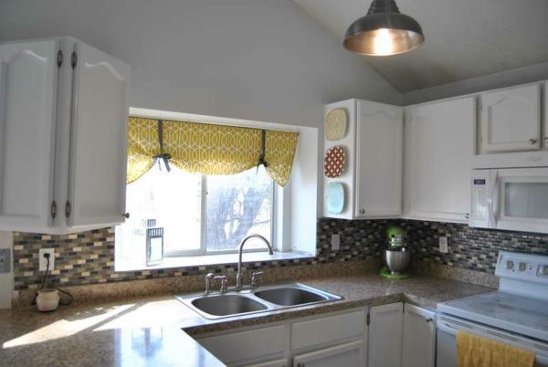 gardinen-für-kleine-fenster-in-der-küche- schön gestaltet