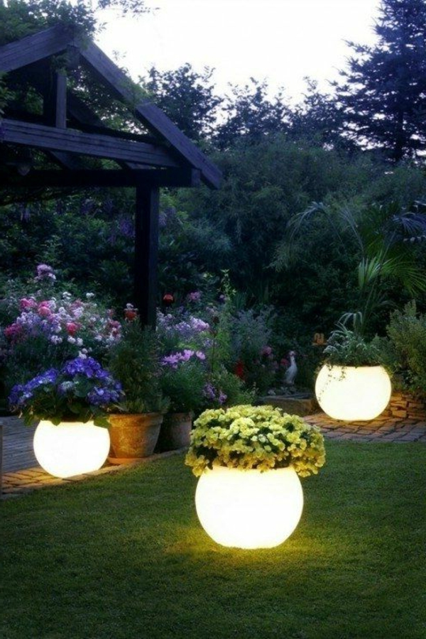 schöne-gartenbeleuchtung-kugel-außenbeleuchtung
