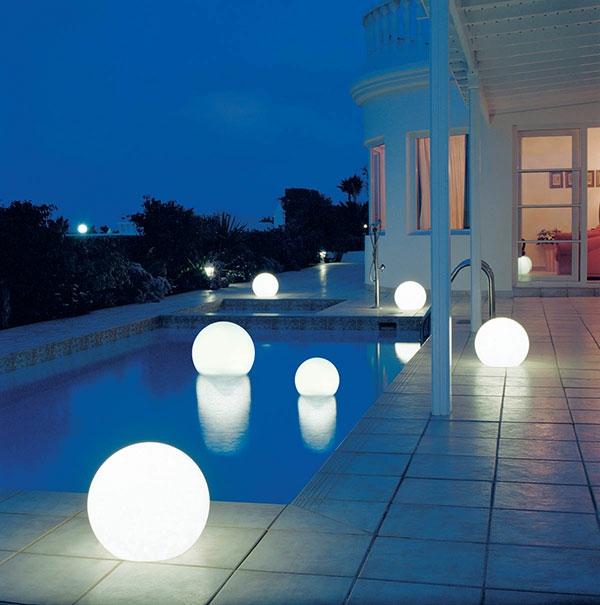 gartenbeleuchtung-kugel-weiß-modernes-design