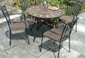 Gartentisch aus Mosaik – 30 super Modelle!
