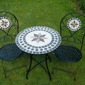 Gartentisch aus Mosaik - 30 super Modelle!