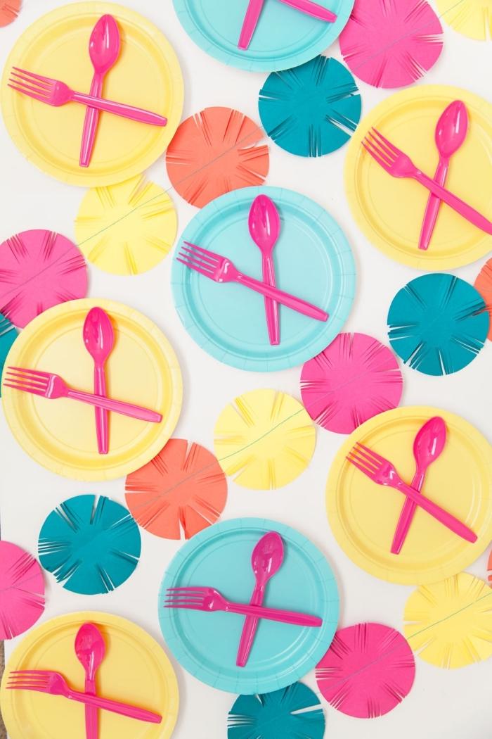 geburtstag deko in bunten farben, kinderparty ideen, farbenfrohe tischdeko, sommerparty