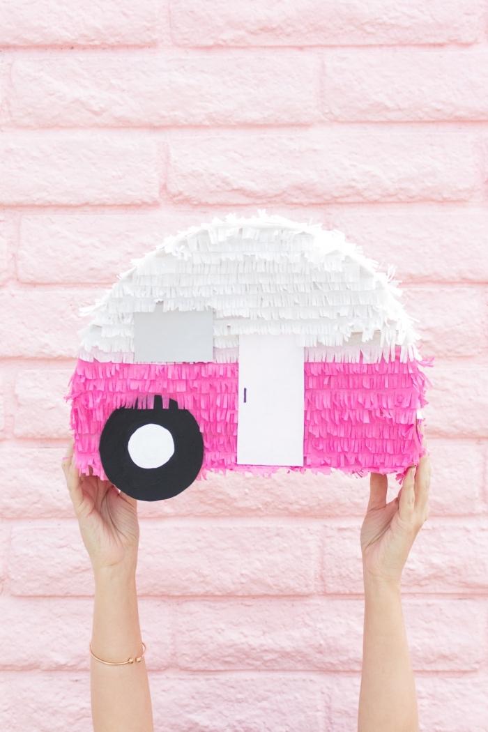 pinata basteln, auto in rosa und weiß, geburtstag deko, kindas party world, diy