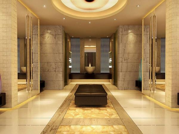 goldene-wandfarbe-badezimmer-1