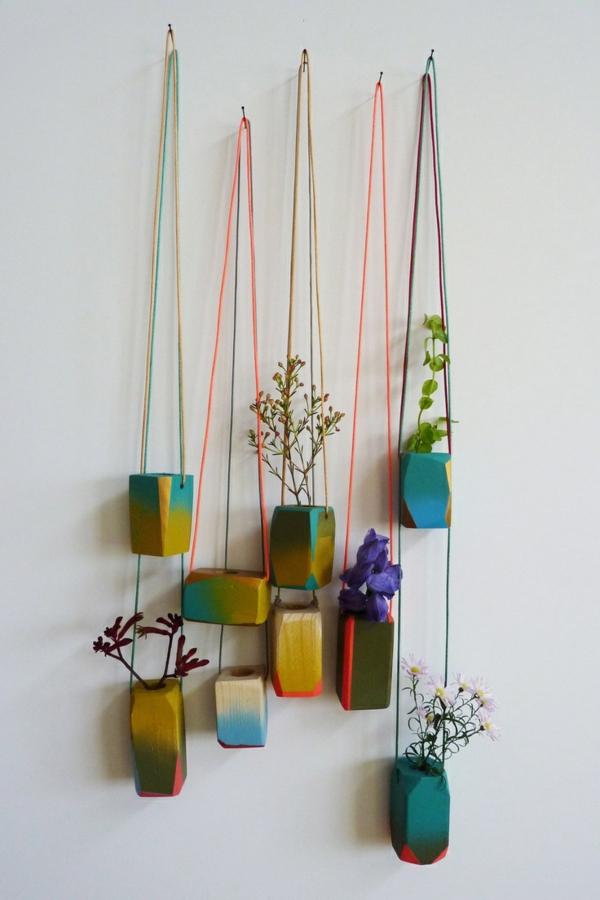 hängende-zimmerpflanzen-an-der-wand