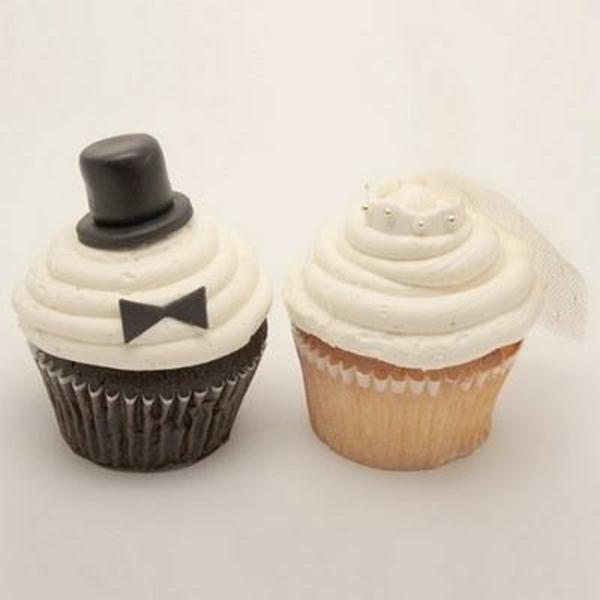 hübsche-hochzeits-cupcakes-braut-und-bräutigam